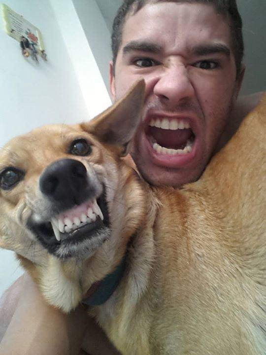 Phelipe Pessanha mandou um sorriso diferente do dog. E nós achamos muito engraçado!
