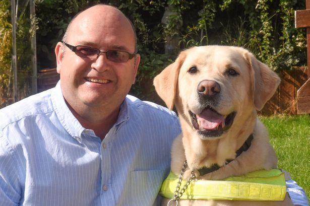 Cão detecta vazamento de gás e salva dono e neto
