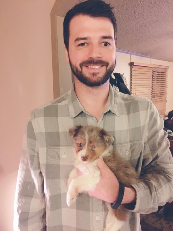 Comovente: cão cego encontra tutor com a mesma deficiência e é adotado