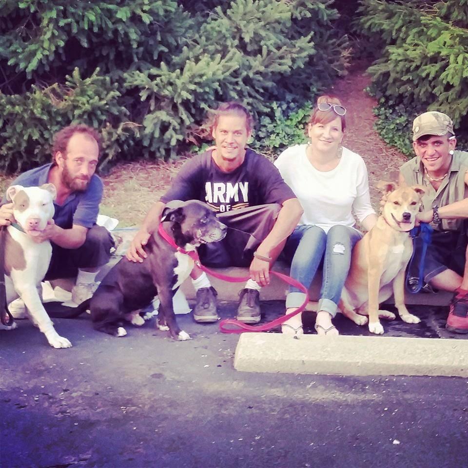moradores-de-rua-com-seus-cachorros