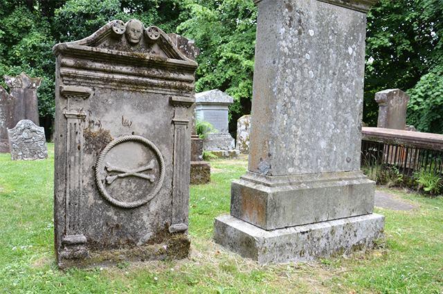 Imagem de sepulturas em cemitério animal
